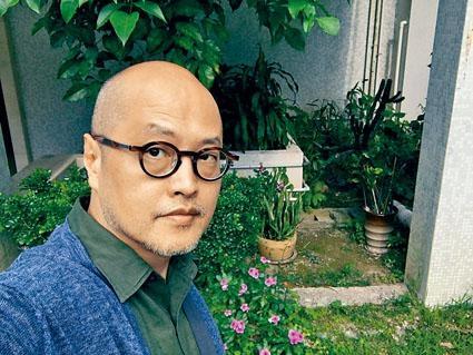 桃李滿門的藝術家陳育強。