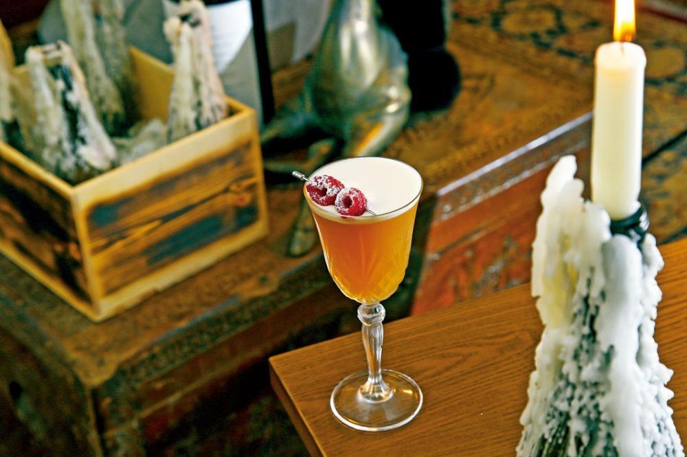 Andino Sour 賣相相當夢幻,加入了Dark Rum、Fernet和辣椒糖漿,味道甜蜜辛辣。