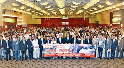 陳帆昨日出席高鐵一地兩檢方案說明會,現場有數百名商會成員出席。