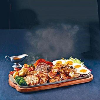 「巨人鐵板」以二十吋巨型鐵板奉上,備有澳洲西冷牛扒、燒春雞及英國保濕豬鞍扒等肉食。($698)