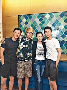 左起:韓庚、周顯揚、劉嘉玲、王凱於飯局上合照。