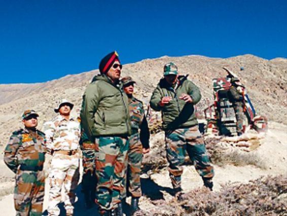 傳印軍已向靠近洞朗地區的邊境地區增兵四萬多人,隨時準備與中方開戰。