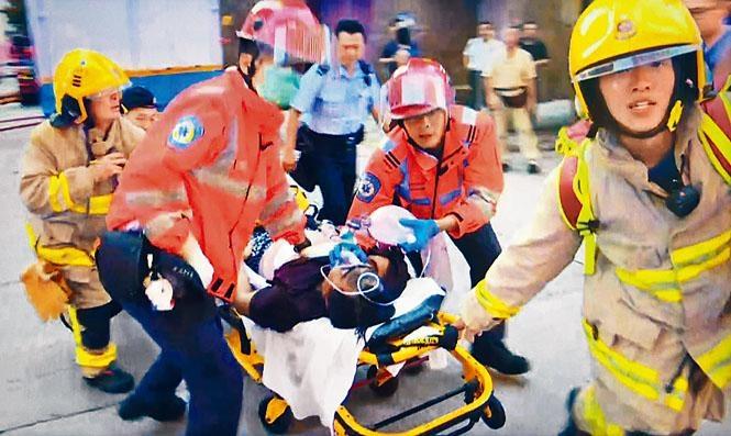 消防及救護員合力救出一名男子,惜最終返魂乏術。