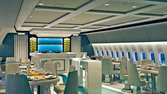 在水晶天際1號,客人可在用餐區品嘗名廚即席炮製的五星級美食。