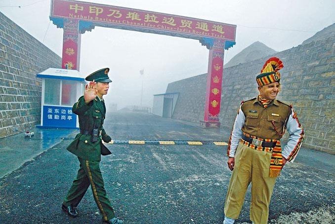 有消息稱,今年在乃堆拉山口舉行的中印邊境例行會面取消。