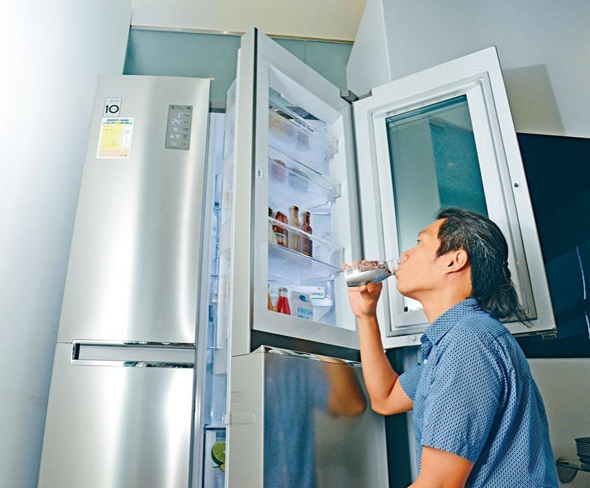 雪櫃雖是雙門設計,但闊度只是912mm,不足一米,適合中型家居廚房使用。