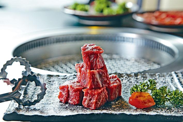 骰子牛肉,切成小塊,的骰可愛,有嚼勁且肉味香濃,是男士們喜歡的肉質。