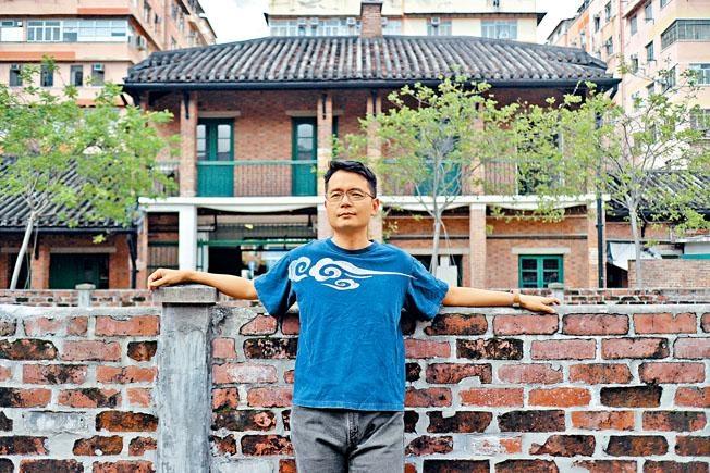 導演楊振業多年來着力科技、多媒體題材的劇場作品。