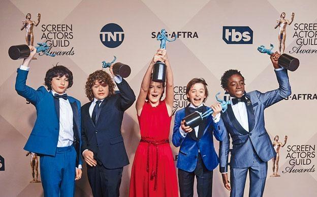《怪奇物語》主要由幾位小孩演員擔綱演出,他們演技出色,為該劇生色不少。