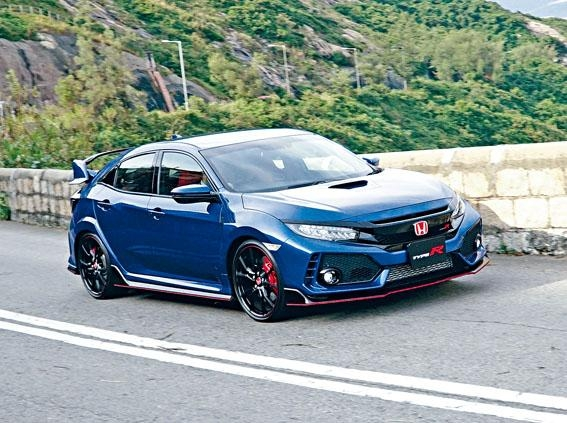 車身跨距擴闊、軸距延長,攻彎穩定性大增。