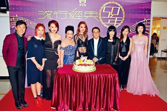 祖兒獲無綫送蛋糕預祝入行18周年。