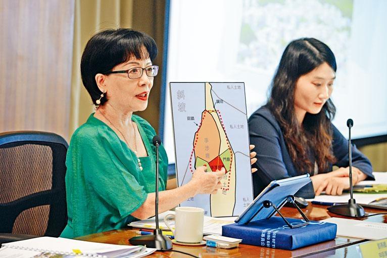申訴專員劉燕卿批評地政總署行事散漫,由個案被首次揭發至展開執管行動相隔十九年。