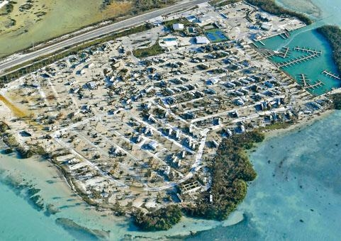 佛羅里達礁島群流動房屋遭「艾爾瑪」吹翻。