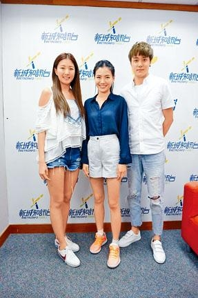 陳嘉桓帶師弟師妹,到電台宣傳新片。