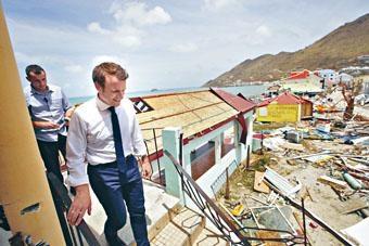 馬克龍周二親身到聖馬丁島視察災情。