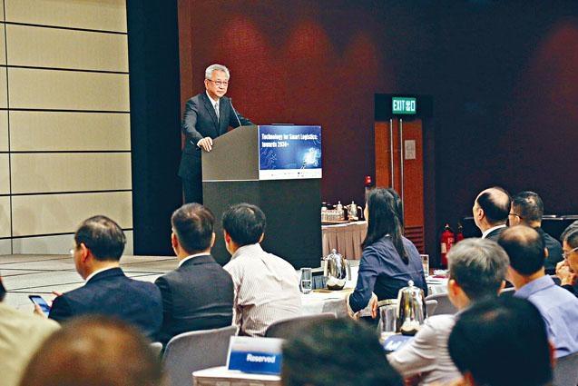 香港工程師學會昨舉行智能物流研討會,議員易志明指電子商貿需求持續增長,業界將面對不少挑戰和機遇。