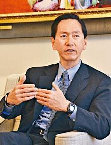 陳智思表示,學生有自由表達不同意見,但底綫是不能違法。
