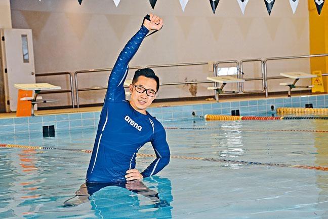 Ming Sir鼓勵有輕微腰背痛或膝關節傷患人士,練習水中伸展及健體,「這項運動很安全,除了皮膚病患者不宜下水外,任何人士,甚至不懂游泳者,亦可參與。」他指出,一般公眾泳池人太多,未必有足夠空間進行水中拉筋或健體運動,但亦可在水中緩步行,同樣具有鍛煉肌力的效果。