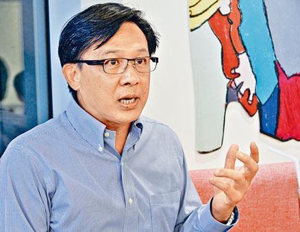 立法會議員何君堯,近日因其外地律師資格爆出爭議。