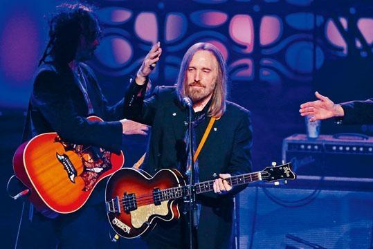 Tom Petty在家中被發現昏迷和沒有呼吸,送院後已腦死,其後病逝。