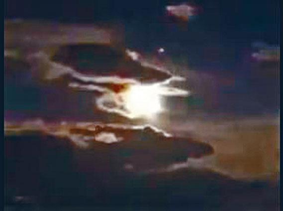 里拉 火流星 陨石 中秋夜图片