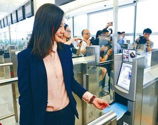 「離境易」容貌識別出境服務,今日起率先在機場e-道啓用。