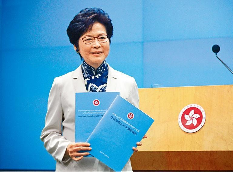 林鄭昨發表任內首份《施政報告》指出,政府目前坐擁過萬億元財政儲備,應有條件「取諸社會,用諸社會」。