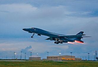 美國B-1B長程戰略轟炸機。