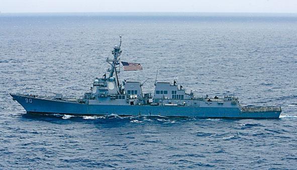 進入西沙群島海域巡航的美軍「查菲」號驅逐艦。