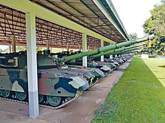 中國交付泰國的首批二十八輛主戰坦克已運到泰軍軍營。