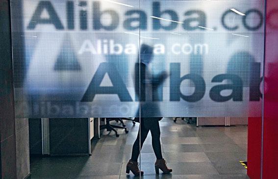 內地互聯網監管機構討論入股營運騰訊以及阿里巴巴旗下兩家媒體公司,新浪微博及優酷土豆1%股權。