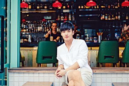 姜河那早前來港拍攝宣傳短片。