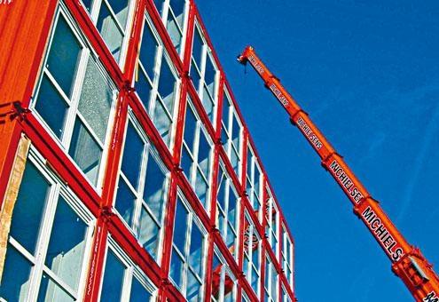 黃偉綸指政府將試行「組裝合成」建築法。