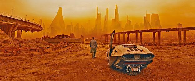 《銀翼殺手2049》既有炫目的科技奇觀,也有猶如末日的頹垣敗瓦。