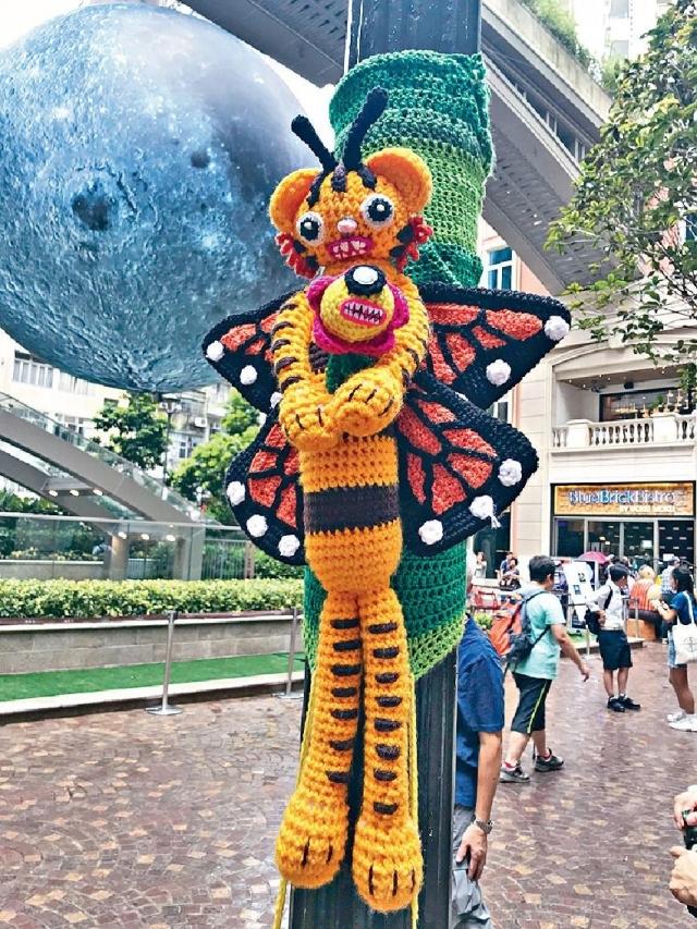 灣仔利東街內有不少蝴蝶毛織藝術均出自La Belle Epoque之手。