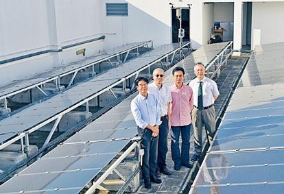 中大工程學院院長汪正平領導的「太陽能系統」研究項目,在和聲書院進行實地測試。