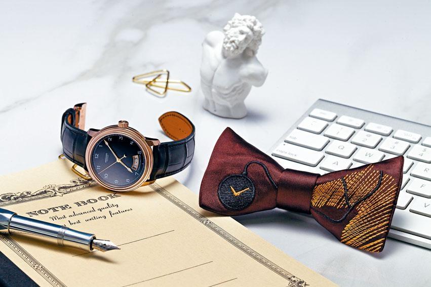 今年東方表行沙田錦標「時尚煲呔賽馬日」由設計師王偉旭設計主題煲呔,其中一款繡上賽馬和鐘表圖案。