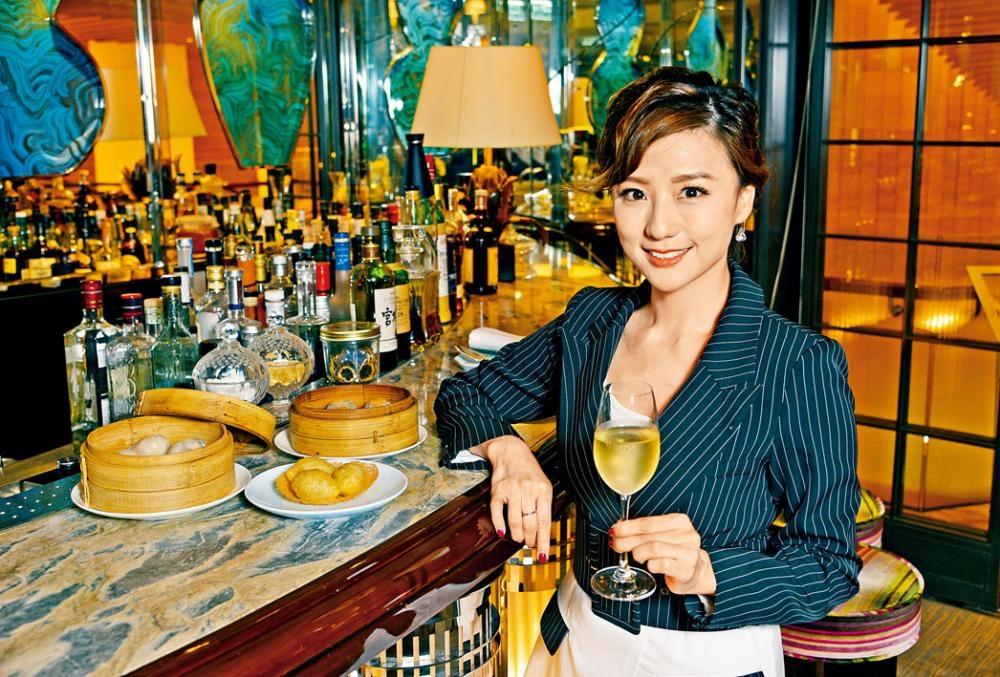 林燕玲曾擔任新聞主播,因漂亮外形,加上一頭短髮,令人聯想起日本卡通人物阿童木,故有「小飛俠」的別號。