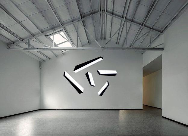 ●藝術家格拉迪斯‧尼斯特爾的現代藝術展《無重空間》。