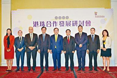 ■政制及內地事務局局長聶德權(左四)表示,港人在大灣區充滿機遇。
