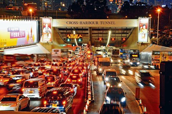 「六隧分流」研究建議政府適度上調紅磡海底隧道收費。