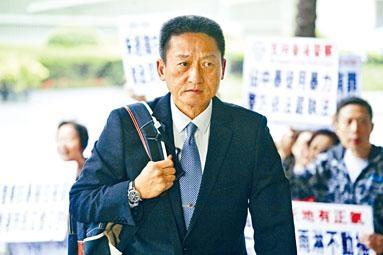 退休警司朱經緯涉以警棍襲擊途人,控辯雙方昨日作結案陳詞。