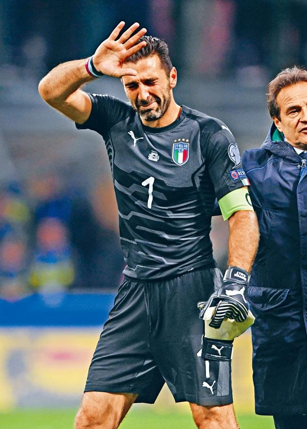 保方宣布退出意大利,賽後哭着告別球迷。