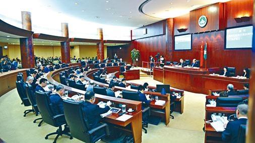 澳門行政長官崔世安昨宣讀新一份《施政報告》。
