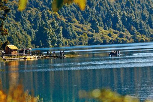 尼泊爾水力資源豐富。圖為尼國最大湖拉拉湖。