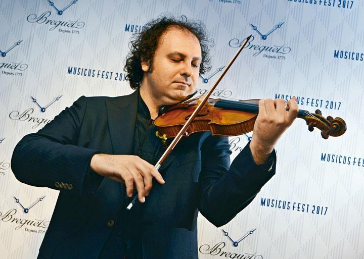 被譽為意大利最優秀小提琴家之一,師承利奇、吉特利斯、奧森、培利和皮凱森等名家的皮洛素,在發布會上利用Molitor Stradivarius小提琴演奏巴哈《夏康舞曲》及《紅樓夢》選段樂章,音韻繞梁三日。