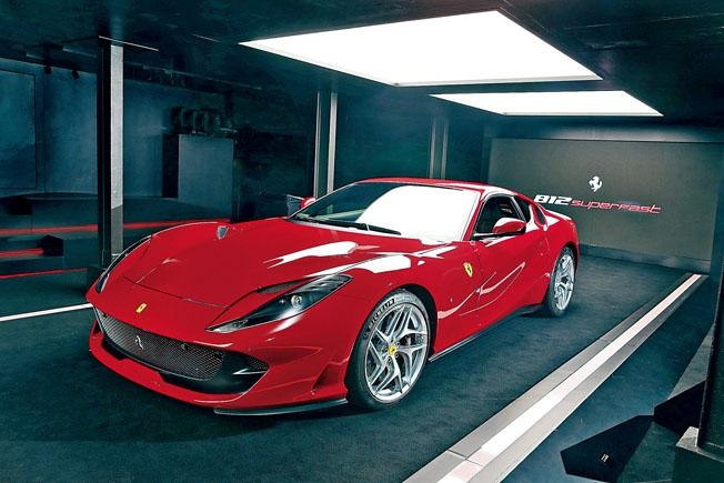 812 Superfast在港登場,新車定價$5,318,000,據知現時落訂認購最快明年9月交車。