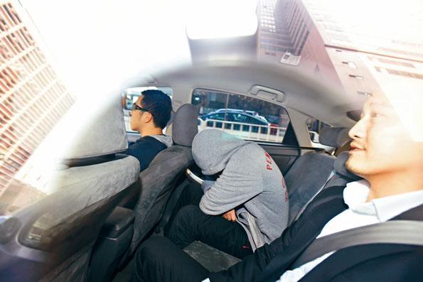 康宏環球非執行董事麥光耀昨日被廉署拘捕,帶返北角總部接受問話。