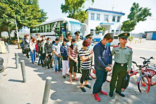 公安人員去年十月底在汕尾大破人蛇集團,拘捕東南亞及南亞裔人蛇。