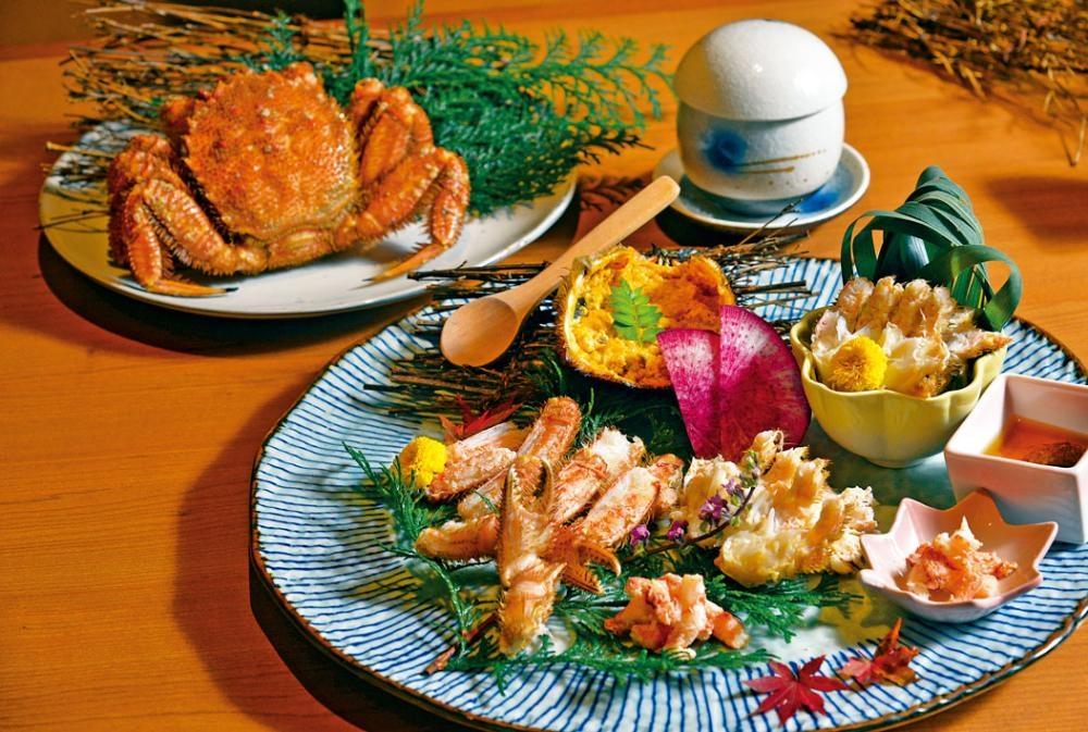 鐵罐酒蒸原隻毛蟹,這道菜主要是吃鮮味,滿足愛吃啖啖肉的食客。